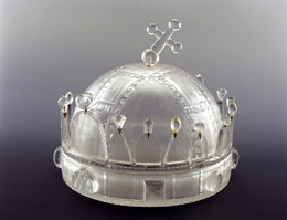 Decorative glass modelled on the Hungarian Royal Crown